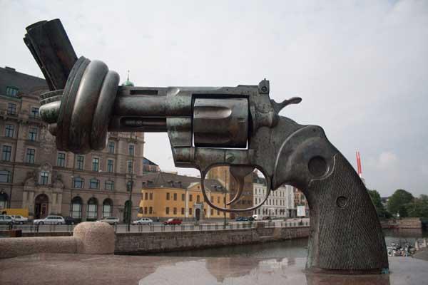 Escultura non-violence