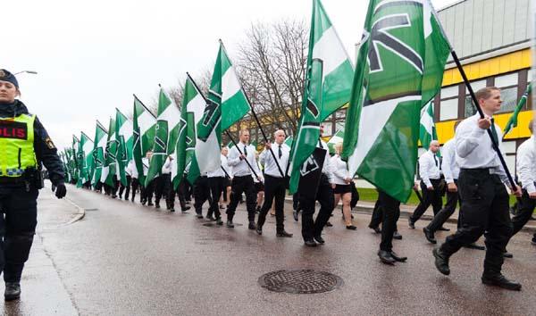 Marcha del Movimiento de Resistencia Nórdico en Börlange, Suecia.